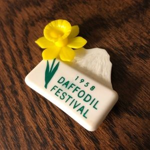 Accessories - Vintage Daffodil Festival brooch pin 1958